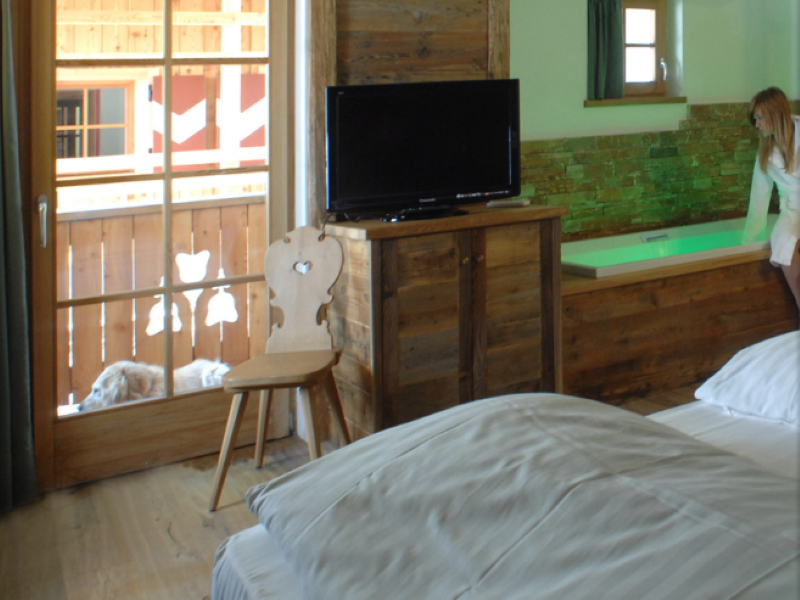Hotel Scoiattolo camera con vasca cromoterapia